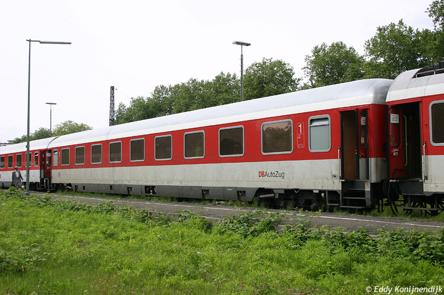 http://www.railfaneurope.net/pix/de/car/IC%2BIR/Avmz/111-109/red-white/050723-55.jpg