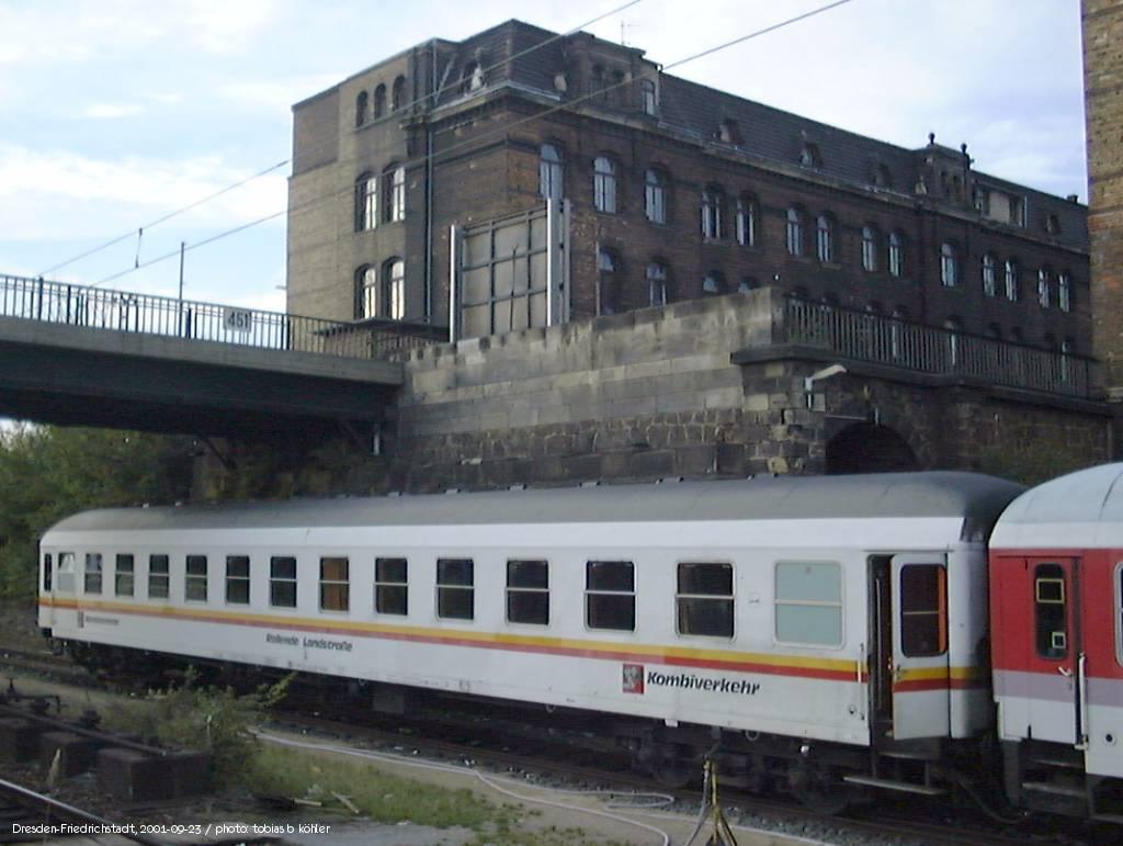 http://www.railfaneurope.net/pix/de/car/Kombiverkehr/Bcm247_DF.jpg