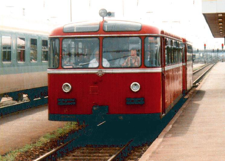 http://www.railfaneurope.net/pix/de/diesel/dmu/historic/VT95/795_2x.jpg