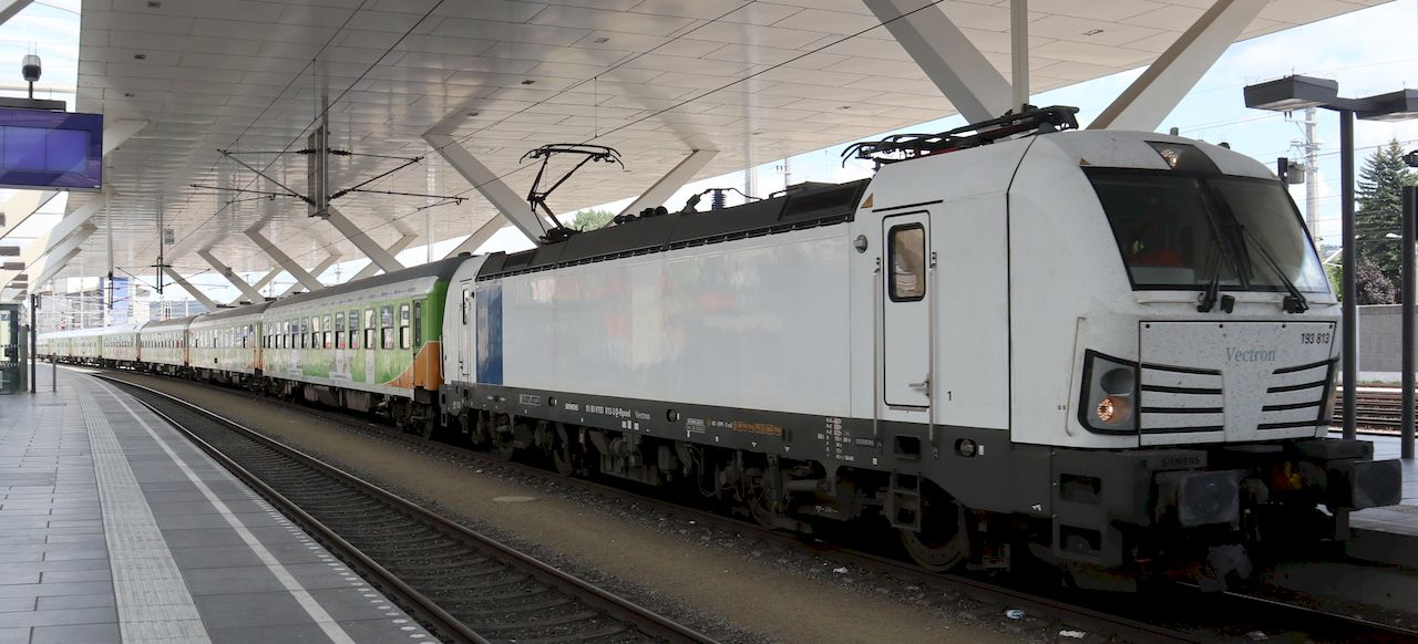 http://www.railfaneurope.net/pix/de/private/lease-hire/Railpool/193/91_80_6193_813-3_Sb1.jpg
