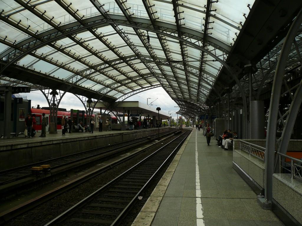 picture gallery directory pix de station koeln hauptbahnhof platforms. Black Bedroom Furniture Sets. Home Design Ideas