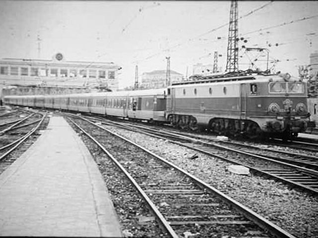 Picture gallery directory pix es electric historic 276 for Renfe barcelona paris