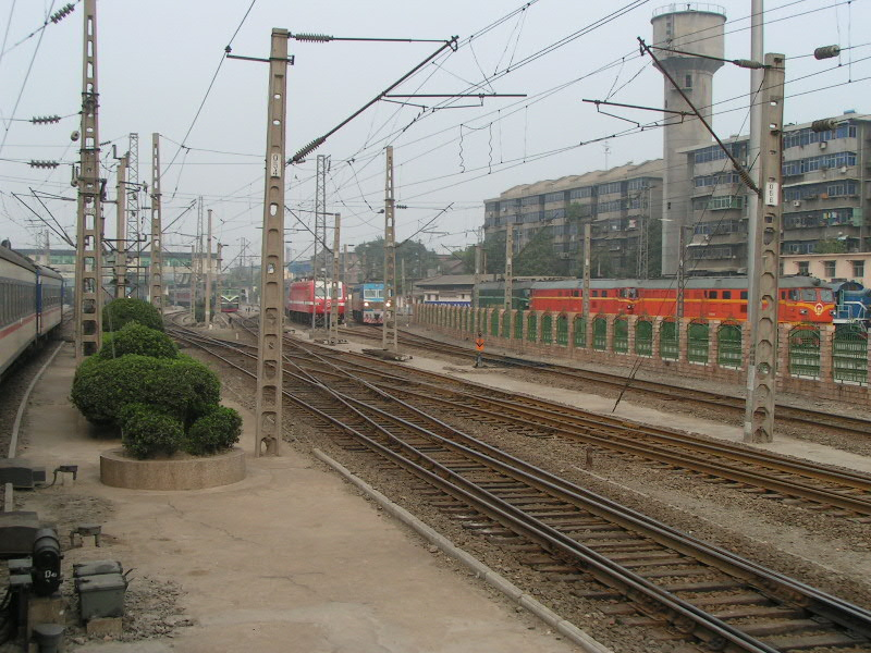 http://www.railfaneurope.net/pix/ne/China/station/Xian/07_127.jpg