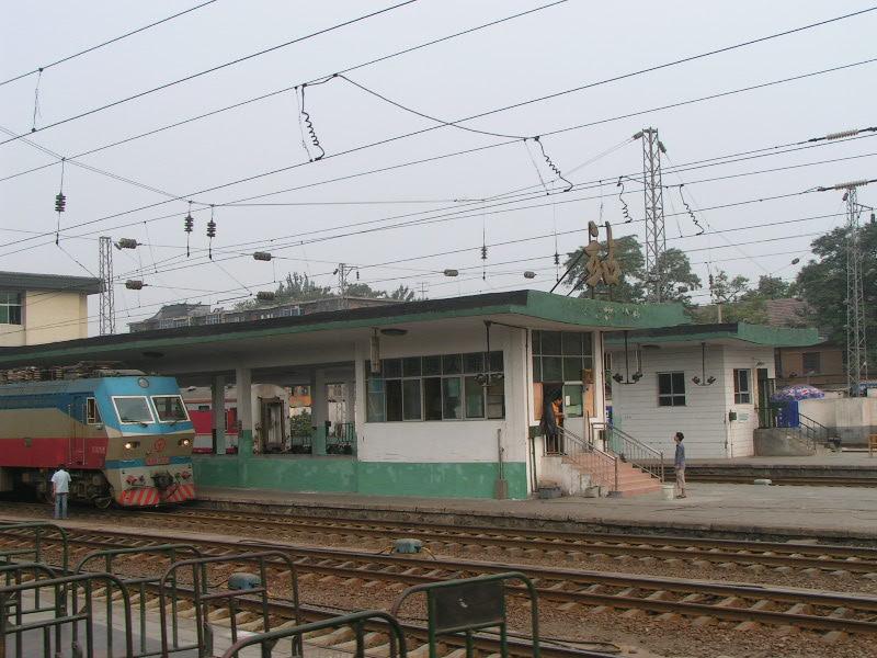 http://www.railfaneurope.net/pix/ne/China/station/Xian/07_129.jpg