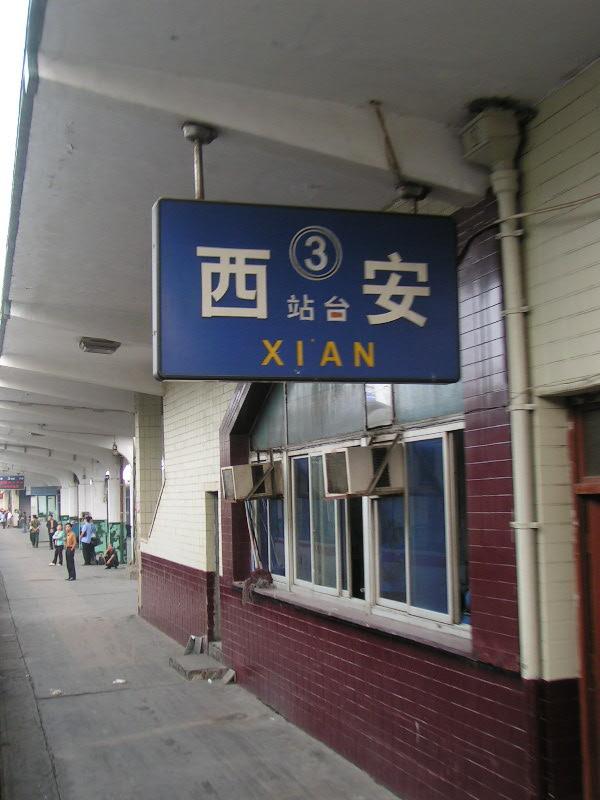 http://www.railfaneurope.net/pix/ne/China/station/Xian/07_130.jpg