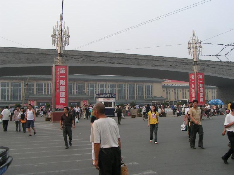 http://www.railfaneurope.net/pix/ne/China/station/Xian/07_157.jpg