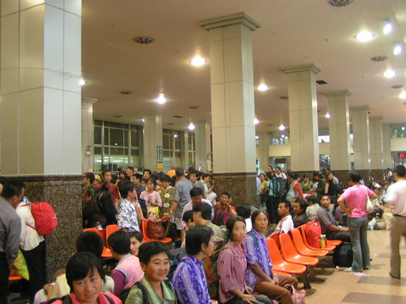 http://www.railfaneurope.net/pix/ne/China/station/Xian/07_163.jpg