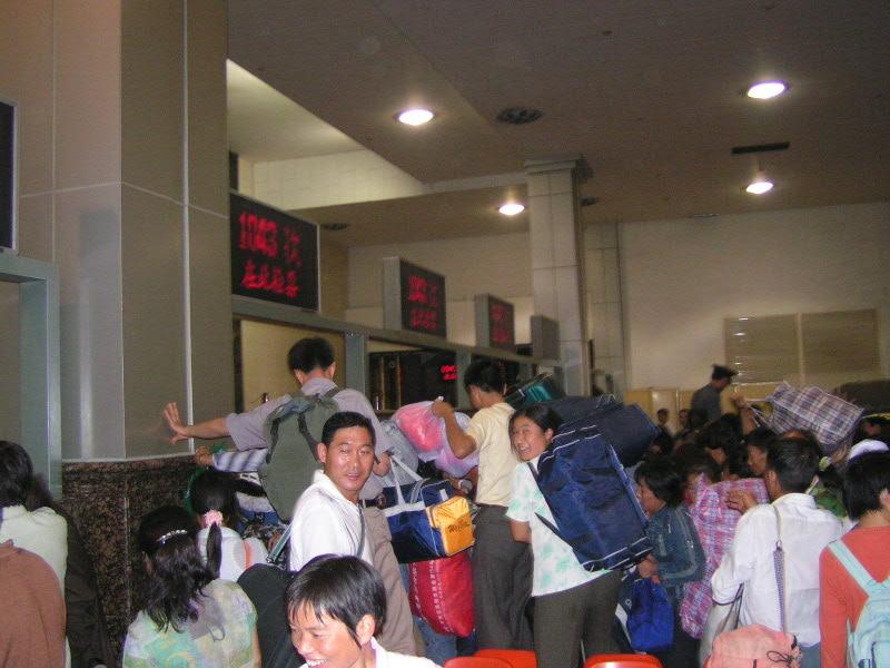 http://www.railfaneurope.net/pix/ne/China/station/Xian/07_165.jpg