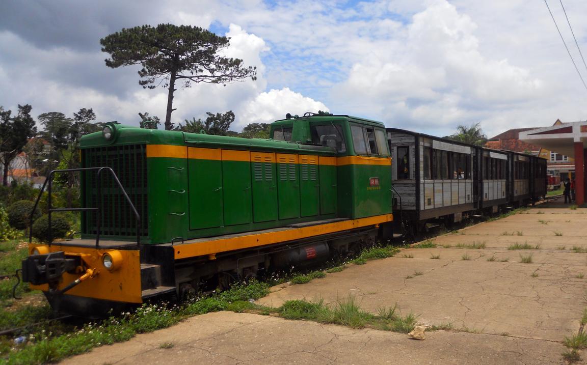 http://www.railfaneurope.net/pix/ne/Vietnam/diesel/D4H/D4H-866_DL10.jpg