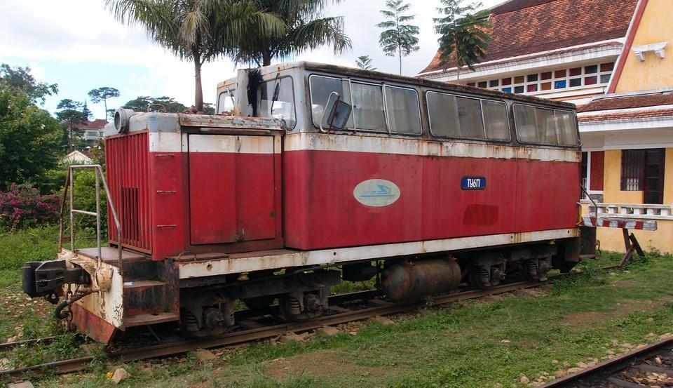 http://www.railfaneurope.net/pix/ne/Vietnam/diesel/TU6P/TU6P_DL4.jpg