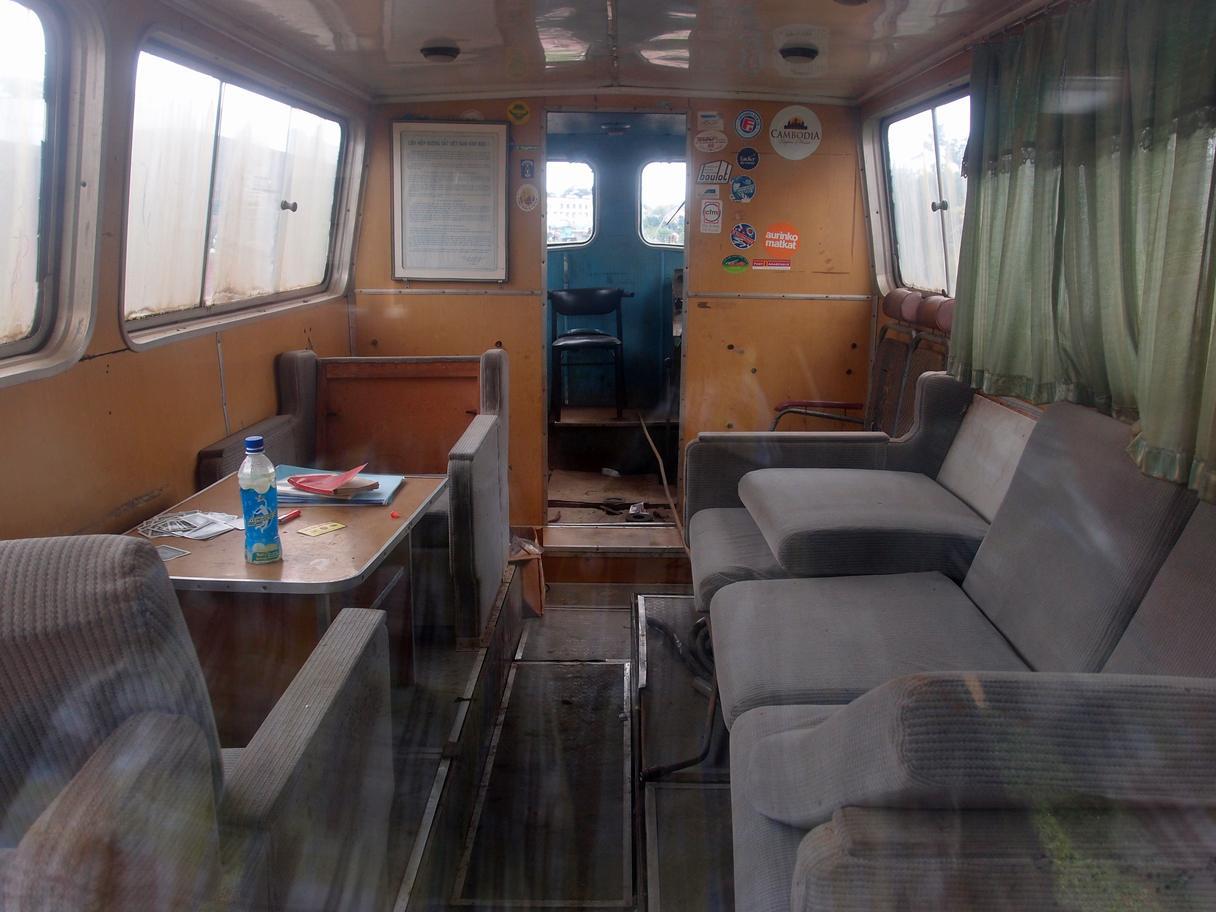 http://www.railfaneurope.net/pix/ne/Vietnam/diesel/TU6P/TU6P_i1.jpg